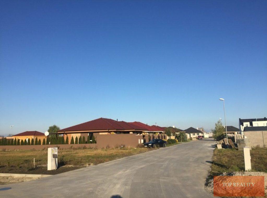 Topreality Rs.sk Stavebný Pozemok V Novej štvrti Medzi Obcami Veľké Úľany A Jelka 57 € M2 Vrátane Dph 6