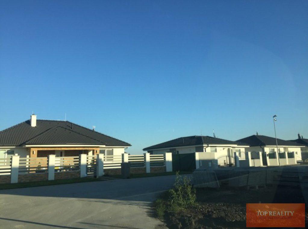 Topreality Rs.sk Stavebný Pozemok V Novej štvrti Medzi Obcami Veľké Úľany A Jelka 57 € M2 Vrátane Dph 7